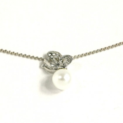 Náhrdelník motýl s perlou