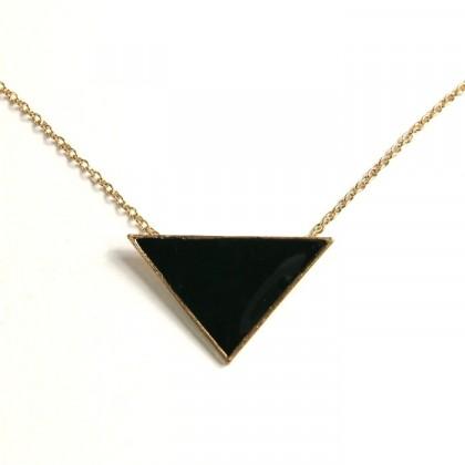 Náhrdelník černý trojúhelník