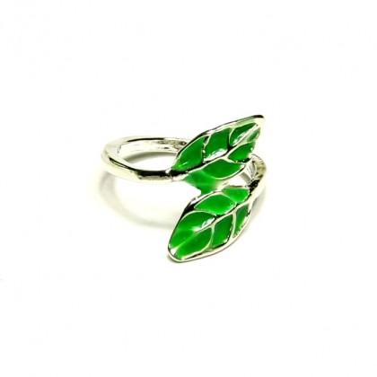 Prsten zelené listy