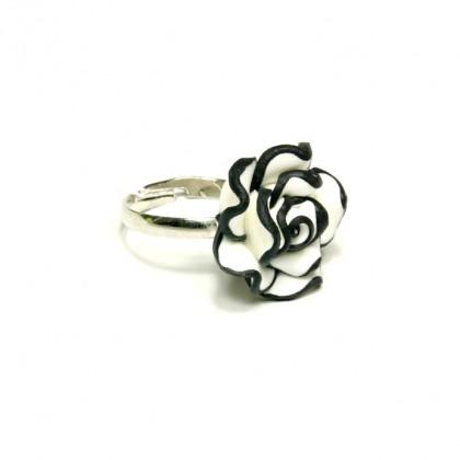 Prsten bíločerná růže