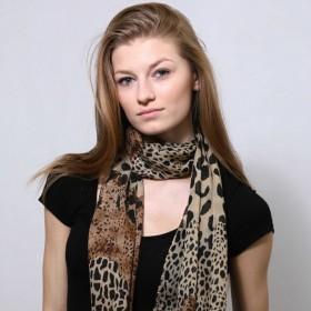 Šátek s nepravidelným zvířecím vzorem
